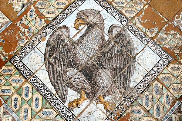 Aquila sul pavimento della Chiesa del Purgatorio-polignano-a-mare