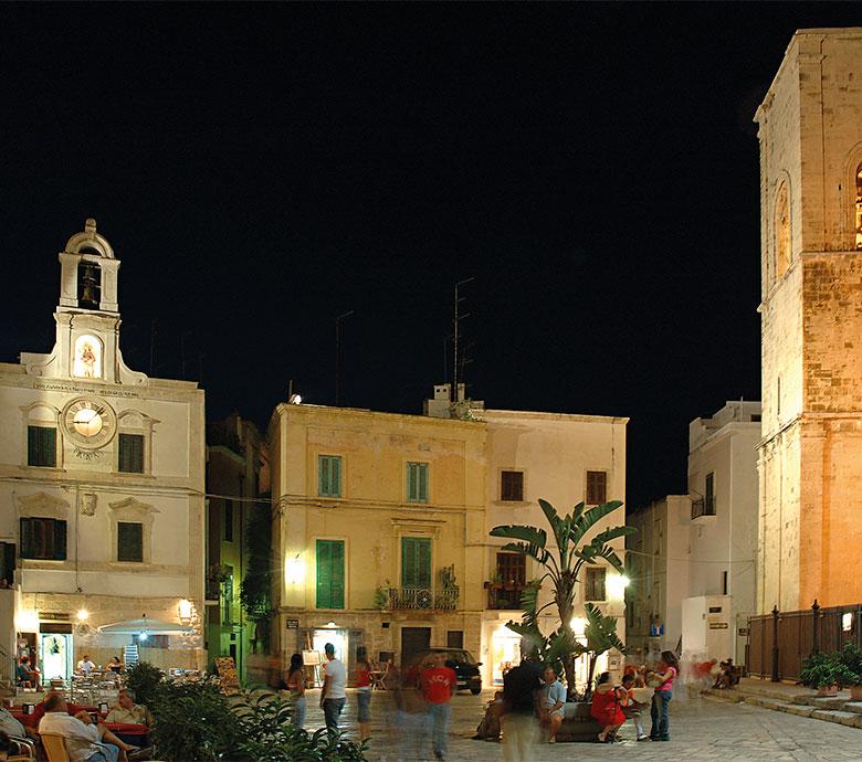 piazza Vittorio Emanuele a Polignano a Mare