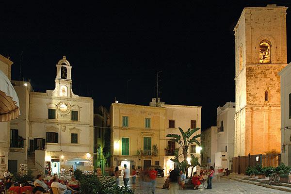 piazza vittorio emanuele polignano a mare